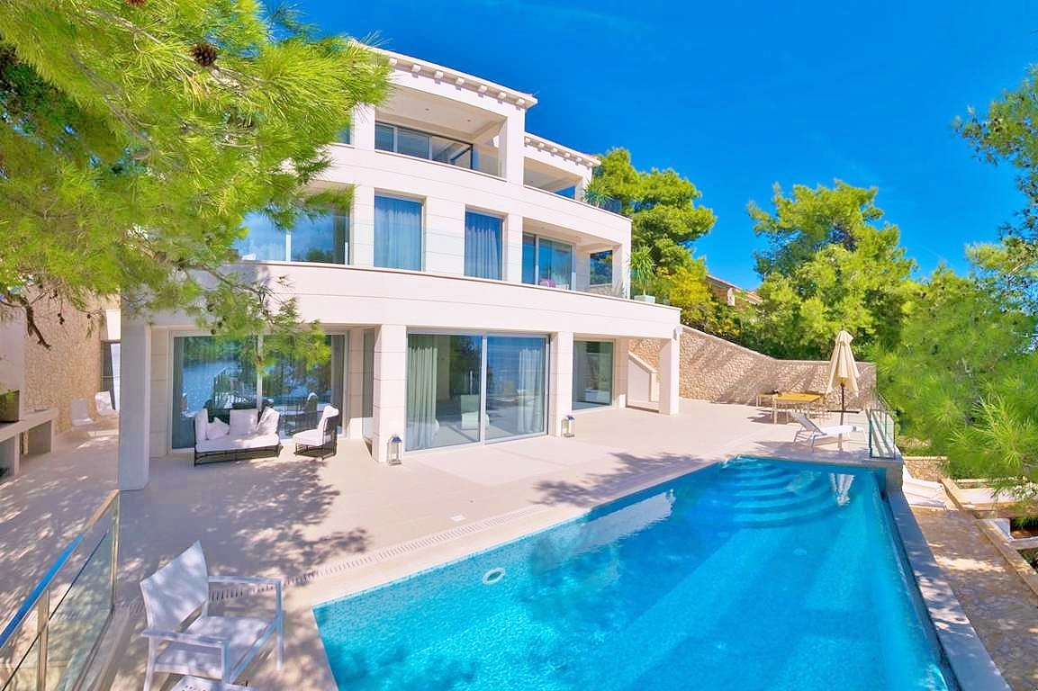 Luxury villa mediterranean with pool to rent luxury for Luxury mediterranean villas